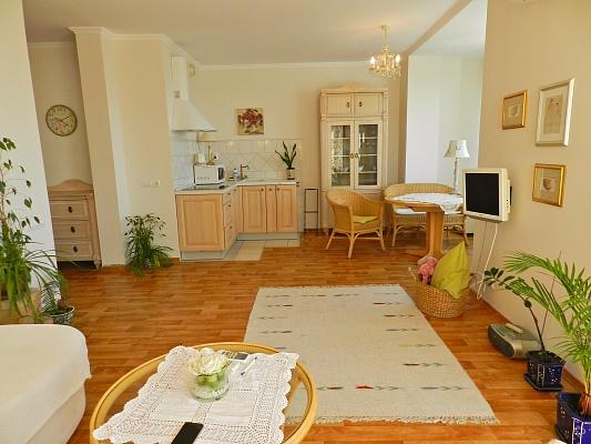 2-комнатная квартира посуточно в Киеве. Дарницкий район, Днепровская Набережная, 26. Фото 1