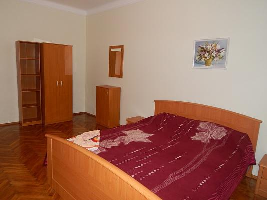 2-комнатная квартира посуточно в Луцке. ул. Шопена, 13. Фото 1