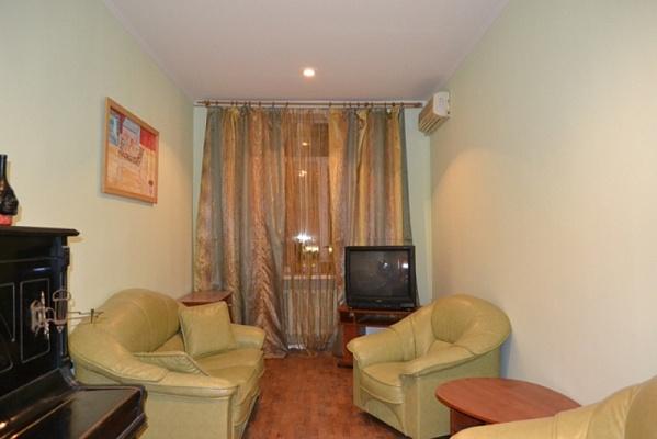 2-комнатная квартира посуточно в Киеве. Печерский район, ул. Бассейная, 5А. Фото 1