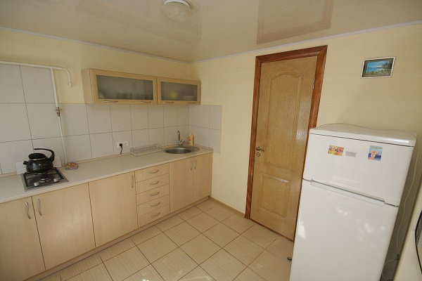 1-комнатная квартира посуточно в Евпатории. ул. 13 Ноября, 66. Фото 1