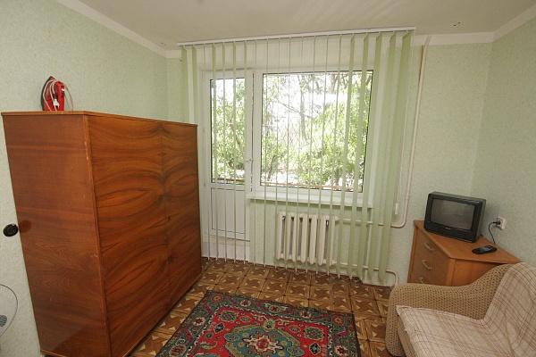 1-комнатная квартира посуточно в Евпатории. ул. Демышева, 110. Фото 1
