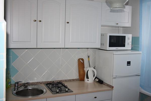 2-комнатная квартира посуточно в Мариуполе. пр-т Строителей, 111. Фото 1