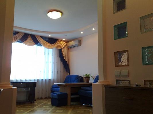 2-комнатная квартира посуточно в Виннице. Старогородский район, ул. Магистрацкая (Первомайская), 78. Фото 1