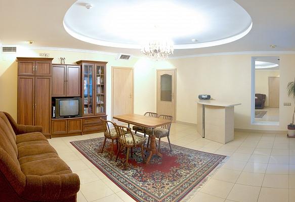 3-комнатная квартира посуточно в Трускавце. ул. Ивасюка, 17. Фото 1