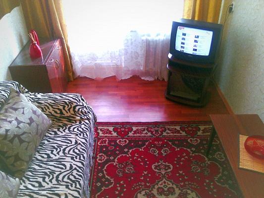 1-комнатная квартира посуточно в Мариуполе. пер. Днепропетровский, 5. Фото 1