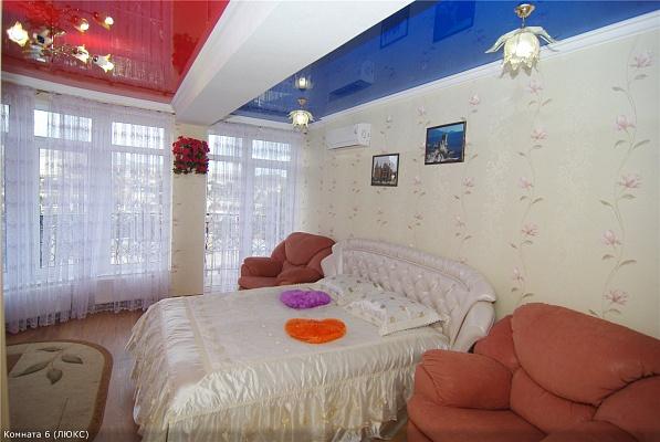 1-комнатная квартира посуточно в Алуште. ул. Саранчева, 27. Фото 1