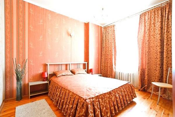 2-комнатная квартира посуточно в Макеевке. ул. Комарова, 9. Фото 1