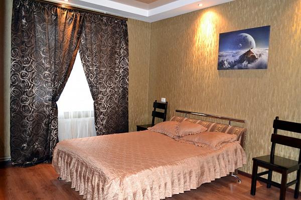 1-комнатная квартира посуточно в Нежине. пл. Гоголя, 1а. Фото 1