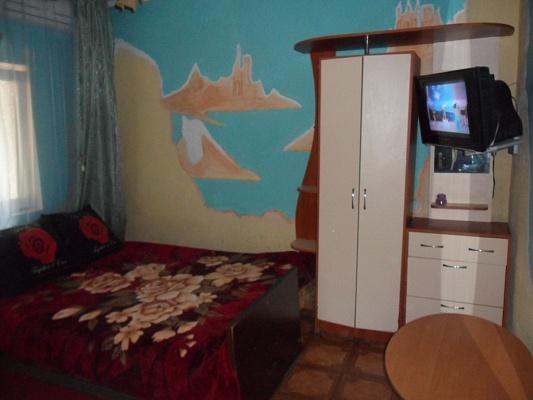 1-комнатная квартира посуточно в Бердянске. ул. Красная/К.Маркса, 27. Фото 1