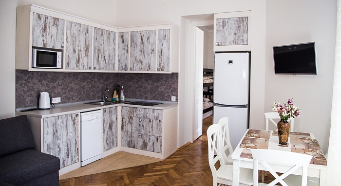 3-комнатная квартира посуточно в Львове. Галицкий район, ул. Ивана Франка, 90. Фото 1