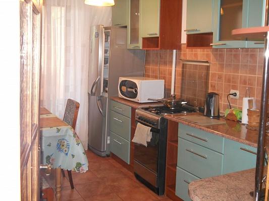 2-комнатная квартира посуточно в Ивано-Франковске. ул. Вовчинецкая, 185. Фото 1