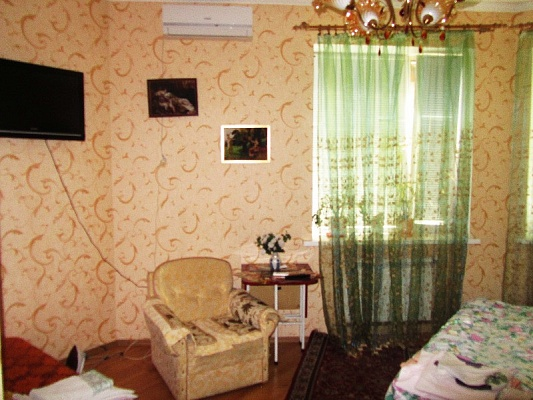1-комнатная квартира посуточно в Днепропетровске. Красногвардейский район, ул. Свердлова, 87. Фото 1