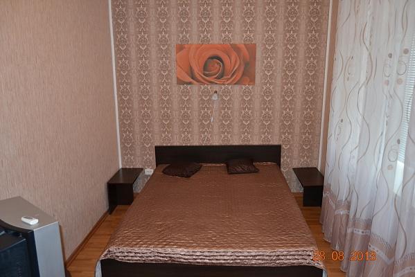 2-комнатная квартира посуточно в Донецке. Ворошиловский район, ул. Челюскинцев, 184. Фото 1