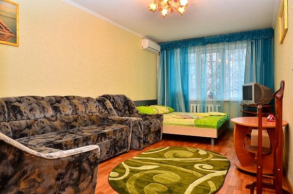 1-комнатная квартира посуточно в Киеве. Соломенский район, ул. Урицкого, 30. Фото 1