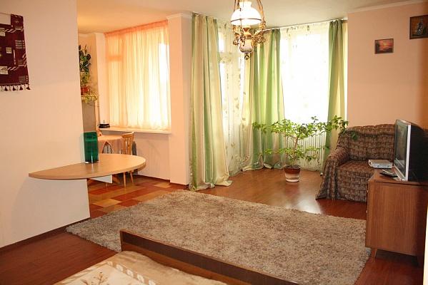 2-комнатная квартира посуточно в Киеве. Шевченковский район, ул. Михайловская, 2. Фото 1