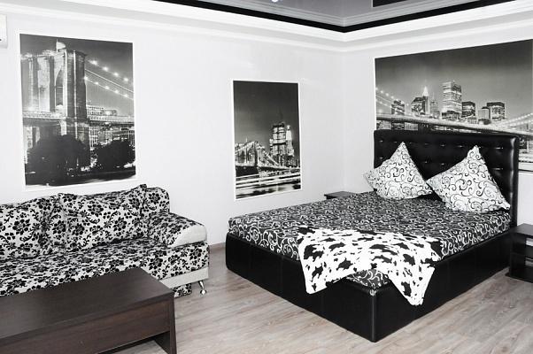 1-комнатная квартира посуточно в Донецке. Ворошиловский район, ул. Набережная, 127. Фото 1