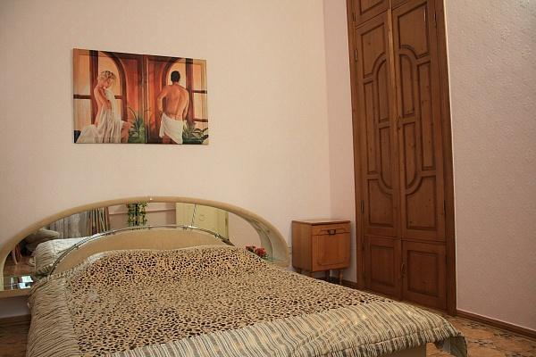 2-комнатная квартира посуточно в Евпатории. ул. Кирова, 82. Фото 1