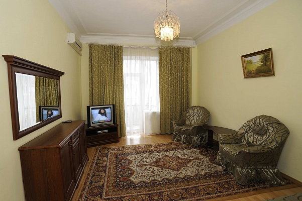 2-комнатная квартира посуточно в Киеве. Голосеевский район, пл. Л. Толстого, 5а. Фото 1