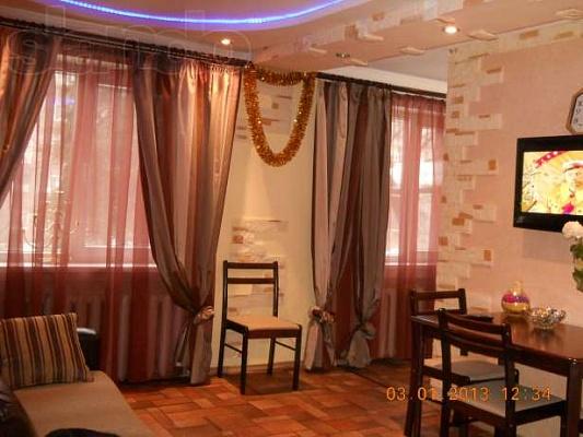1-комнатная квартира посуточно в Алчевске. ул. Гмыри, 28. Фото 1