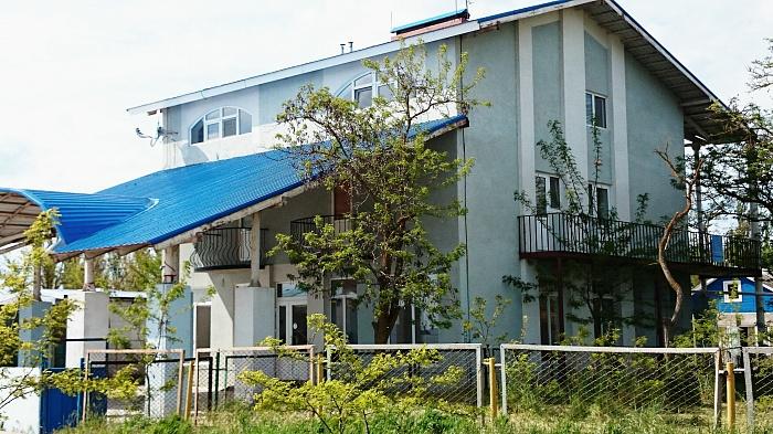 Дом  посуточно в Рыбаковке. Квартал 2, 16-б. Фото 1