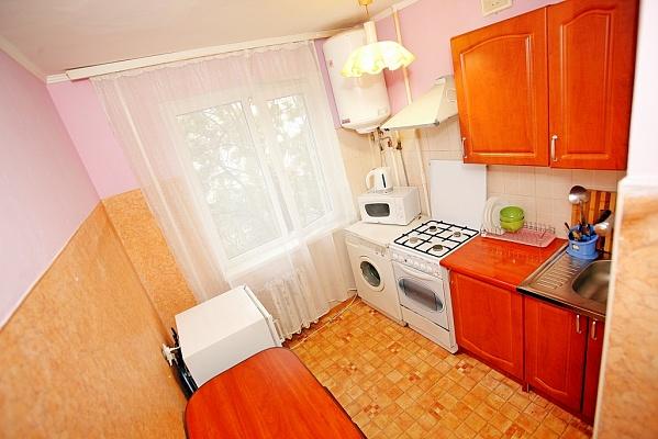 1-комнатная квартира посуточно в Ивано-Франковске. ул. Украинская, 8. Фото 1