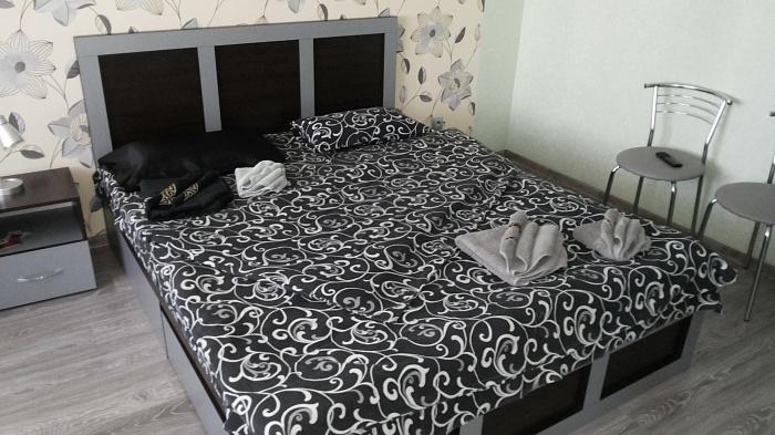1-комнатная квартира посуточно в Ровно. ул. Вячеслава Чорновола, 12-А. Фото 1