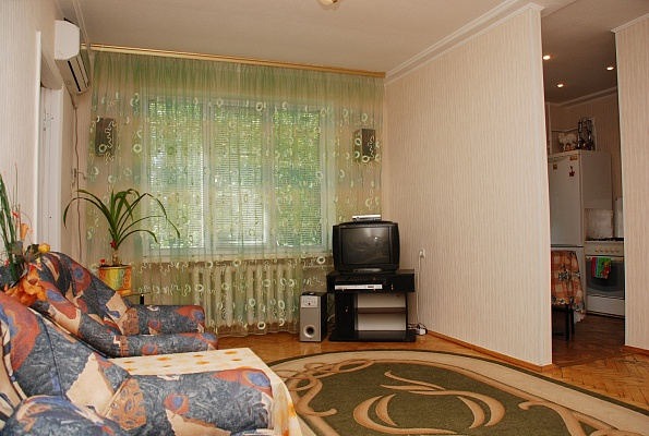 2-комнатная квартира посуточно в Киеве. Печерский район, ул. Марии Примаченко, 7. Фото 1