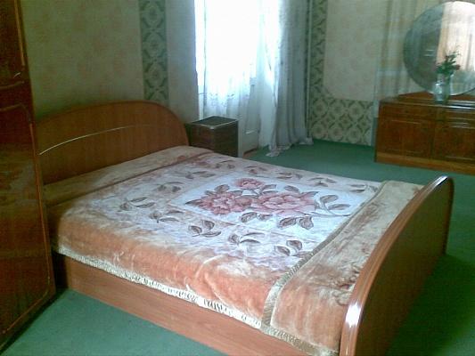 2-комнатная квартира посуточно в Киеве. Шевченковский район, ул. Лагерная, 36. Фото 1