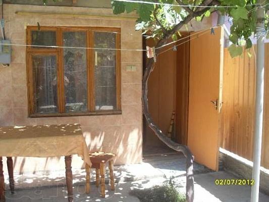 2-комнатная квартира посуточно в Феодосии. ул. Земская, 5. Фото 1