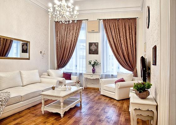 2-комнатная квартира посуточно в Одессе. Приморский район, пер. Воронцовский, 4. Фото 1