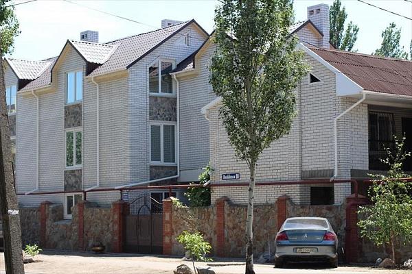 Мини-отель  посуточно в Бердянске. ул. Лиепайская, 90. Фото 1