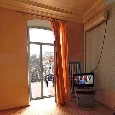 2-комнатная квартира посуточно в Севастополе. Ленинский район, ул. Большая Морская, 18. Фото 1