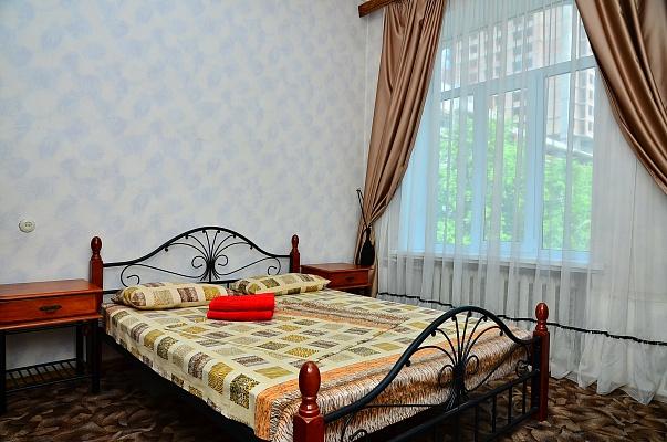 2-комнатная квартира посуточно в Киеве. Печерский район, ул. Красноармейская, 97. Фото 1