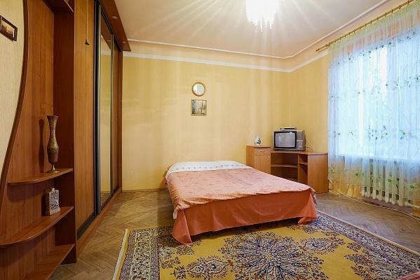 1-комнатная квартира посуточно в Львове. Галицкий район, ул. Гнатюка, 3. Фото 1