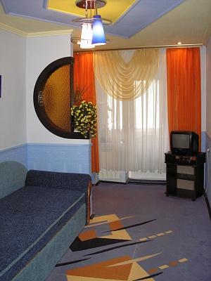 1-комнатная квартира посуточно в Каменце-Подольском. ул. Тимирязева, 86. Фото 1