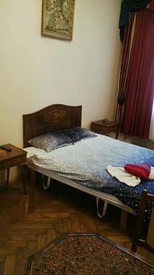 2-комнатная квартира посуточно в Львове. Железнодорожный район, ул. Шараневича, 4. Фото 1