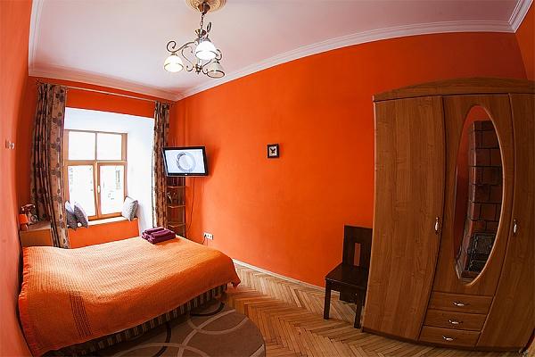 1-комнатная квартира посуточно в Львове. Галицкий район, пл. Рынок, 29. Фото 1