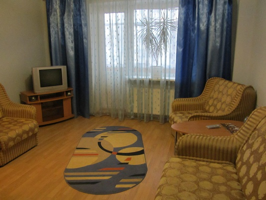 1-комнатная квартира посуточно в Шостке. ул. Студенческая (Баумана), 8. Фото 1