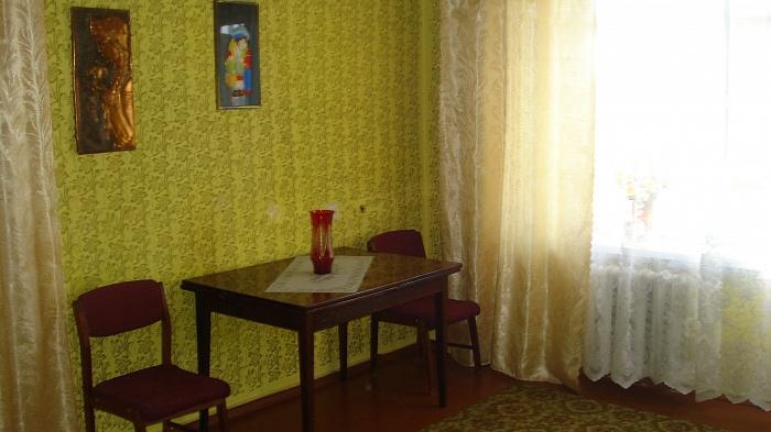 1-комнатная квартира посуточно в Бердичеве. ул. Новоивановская, 46. Фото 1