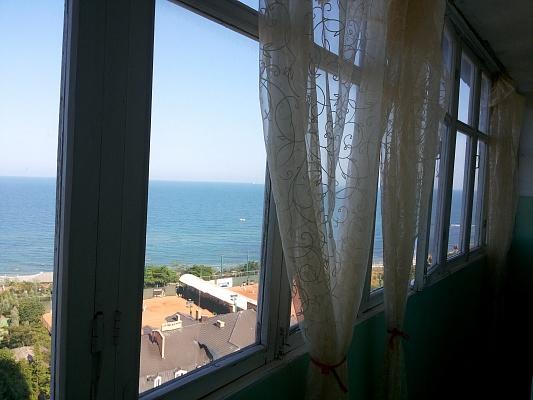 2-комнатная квартира посуточно в Ильичёвске. Первого Мая, 2. Фото 1