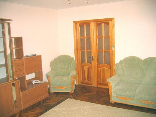 2-комнатная квартира посуточно в Киеве. Печерский район, Марьяненко Ивана, 13. Фото 1