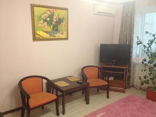 1-комнатная квартира посуточно в Мариуполе. пр-т Ленина, 108. Фото 1