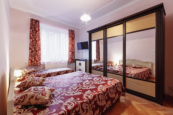 2-комнатная квартира посуточно в Ивано-Франковске. ул. Гординского, 1. Фото 1