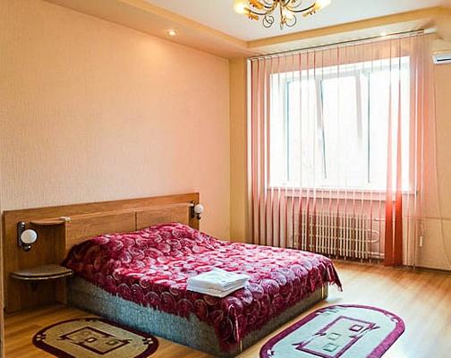 1-комнатная квартира посуточно в Харькове. Дзержинский район, пр. Ленина, 21а. Фото 1