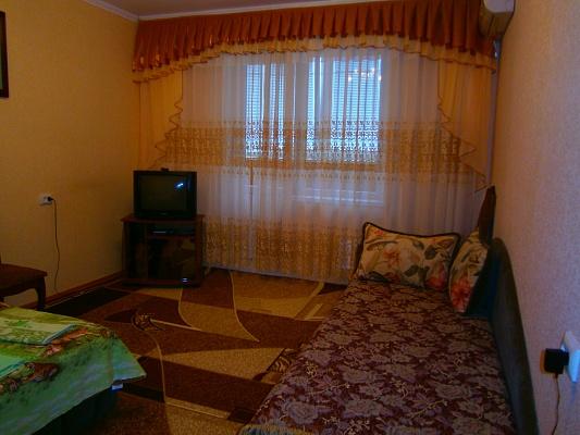 2-комнатная квартира посуточно в Южноукраинске. ул. Дружбы народов, 31. Фото 1