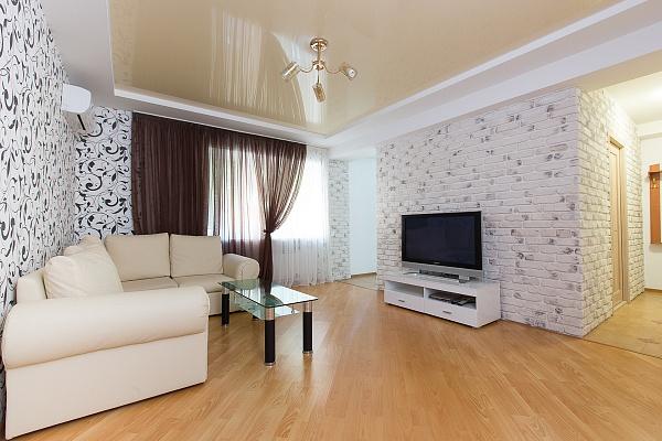 2-комнатная квартира посуточно в Одессе. Приморский район, пер. Вице-Адм. Жукова, 12. Фото 1