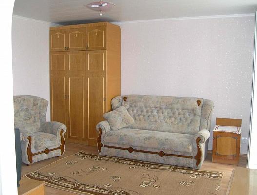 1-комнатная квартира посуточно в Евпатории. ул. 60 лет ВЛКСМ, 22. Фото 1