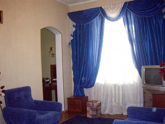 2-комнатная квартира посуточно в Николаеве. Центральный район, ул. Большая морская, 82. Фото 1