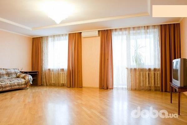 3-комнатная квартира посуточно в Киеве. Дарницкий район, Харьковское Шосе, 58а. Фото 1
