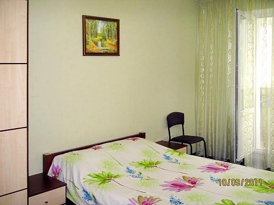 3-комнатная квартира посуточно в Киеве. Голосеевский район, ул. Ломоносова, 54. Фото 1